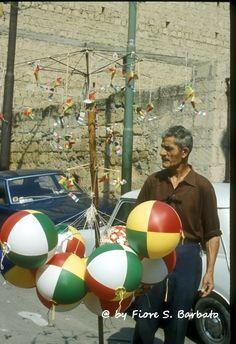 Castellammare di Stabia, (NA), 1973, Festa di San Catello, venditore di palloncini.