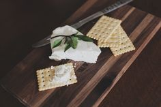 With detailed simple steps you will learn how to make cream cheese at home with confidence. This cream cheese recipe is and uncooked cheese which you will love Lactose Free Cream Cheese, Make Cream Cheese, How To Make Cheese, Charcuterie Raclette, Kefir, Protein Snacks, High Protein, Como Fazer Cream Cheese, Cream Cheeses