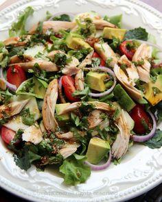 Ensalada de verduras y pollo con aderezo balsamico