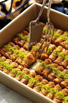 Arabic sweets and desserts site Lebanese Desserts, Lebanese Recipes, Greek Recipes, Lebanese Baklava Recipe, Baklava Roll Recipe, Greek Desserts, Arabic Dessert, Arabic Sweets, Arabic Food