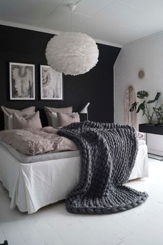 White is the perfect shade of bedroom design for every occasion. It is symbolizing peace and purity. These 20 white bedroom ideas will help you create the perfect bedroom designs you always dream of. Small Apartment Bedrooms, Apartment Bedroom Decor, Cozy Bedroom, White Bedroom, Bedroom Inspo, Dream Bedroom, Decor Room, Bedroom Ideas, Bedroom Inspiration