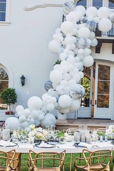 We associate balloons with fun and happy. We collected wedding balloon decorations ideas from fun backdrops to ceremony aisle decor. Balloon Installation, Balloon Backdrop, Balloon Garland, Balloon Ideas, Balloon Display, Wedding Balloon Decorations, Wedding Balloons, Christmas Decorations, Deco Ballon