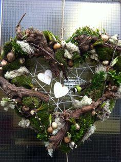Billedresultat for herbstdeko Rustic Christmas, Christmas Time, Christmas Crafts, Christmas Decorations, Holiday Decor, Wreaths And Garlands, Xmas Wreaths, Deco Noel Nature, Decoration Entree