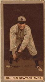 1912 Brown Backgrounds T207 #40 Bert Daniels Front