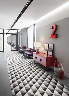 russia 2014 - international chain - river fontanka - skyscraper - corridor - komdo.co - black & white - modern - carpet - pattern - illuminated letter - flur- teppiche - muster - leuchtschrift - buchstabe - leuchtbuchstabe - grau - sessel - kommode - rot