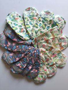 The Honest Company bundles are the easiest way to get diapers and wipes for your little one! Delivered as often as you need and made from plant-based materials! Little Babies, Baby Kids, Natural Baby, Burlap Wreath, Plant Based, Diapers, Recipes, Diaper Liners, Baby Burp Rags