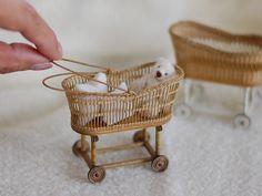 . 1/12 scale Miniature Wicker Baby Bassinets . 揺りカゴもう一台作りました シンプルなので、ディスプレイが映えるデザインです . こちらは編みが少ないので縦芯の数や太さを増し、バランス&強度をとりました . 11月のジャパンギルドミニチュアショーで販売予定です . . #miniature #dollhouseminiatures #wicker #baby #antique #vintage #handmade #ミニチュア #ベビー #赤ちゃん #アンティーク #かご #ハンドメイド