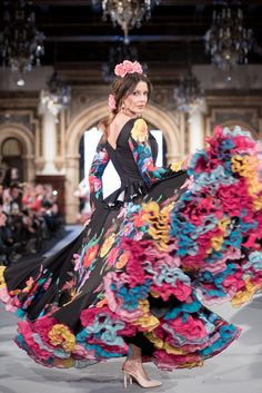 We Love Flamenco 2020 - Sevilla Flamenco Costume, Flamenco Skirt, Flamenco Dancers, Runway Fashion, Boho Fashion, Fashion Dresses, Fashion Design, Spanish Dress, Spanish Fashion