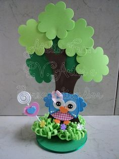 Centro de mesa buhita Owl Crafts, Animal Crafts, Diy And Crafts, Crafts For Kids, Arts And Crafts, Paper Crafts, Foam Sheet Crafts, Felt Tree, Foam Sheets