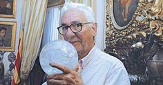 Juan Carlos Pallarols: el alquimista - El artista que busca la vida eterna a través de sus obras nos permite ingresar en su mundo para conocer los secretos de una profesión ejercida durante generaciones.
