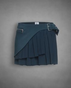 Pleated, buckled.