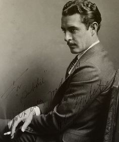 fuckyeahjohngilbert:      Autographed photo of John Gilbert, 1920s