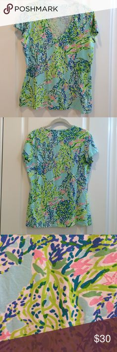 Lilly Pulitzer Top. V neck. Short sleeves. EUC. 95% cotton 5% spandex. Machine wash. Lilly Pulitzer Tops