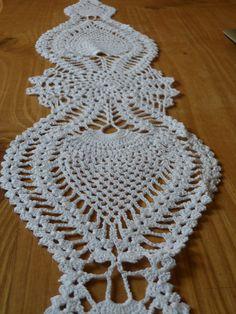 Camino de mesa tejido al crochet en forma de motivo de piñas algodon mercerizado