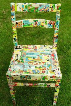 Polykromos: Upcylcled Chair, Decoupage Project You are in the right place about Decoupage carta Here we offer you the most beautiful pictures about the Decoupage pictures you are lo Funky Furniture, Repurposed Furniture, Furniture Projects, Furniture Makeover, Painted Furniture, Furniture Legs, Barbie Furniture, Garden Furniture, Furniture Design