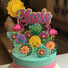 Flamingo cake topper #festapequena on Instagram Flamingo Cake, Flamingo Party, Tropical Party, Cake Toppers, Party Ideas, Instagram, Desserts, Fun, Ideas Aniversario