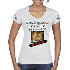T-Shirt  Le monde appartient a ceux qui se lèvent tôt T Shirt Col V, Bracelet, Shirts, Tops, Women, Fashion, Getting Up Early, Printed Cotton, Moda