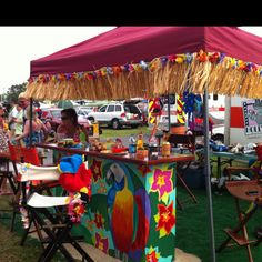Parrot head bar - table fringe around canopy