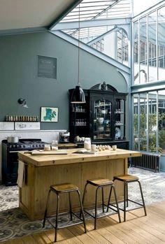 Glass kitchen: 12 bright kitchens open to the garden - MyhomeStyle Large Open Kitchens, Bright Kitchens, Cool Kitchens, Kitchen Vinyl, Glass Kitchen, Kitchen Decor, Beautiful Kitchens, Home Remodeling, Kitchen Remodeling