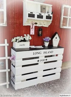 Kid's Beds Ideas for Your Lovely One Diy Pallet Furniture, Diy Furniture Projects, Pallet Projects, Wood Furniture, Home Projects, Wall Heater Cover, Diy Radiator Cover, Palette Deco, Diy Pinterest