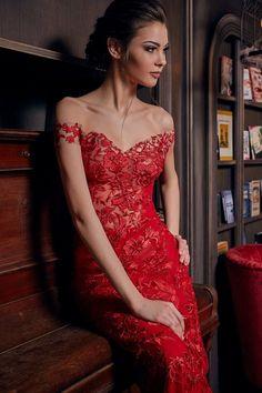 da3e8ce4c133 Robe de soirée fourreau rouge en dentelle - Oksana Mukha Paris