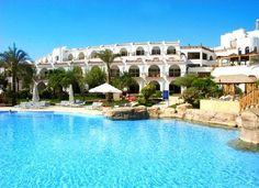 Savoy Hotel 5* Prachtig gelegen aan de White Knight Beach. Op de achtergrond het Sinaï gebergte. Een van de allermooiste plekken van Sharm El Sheikh, vanwege de prachtige panoramische uitzichten en de diverse duik mogelijkheden. Aan een privé strand met koraalrif.
