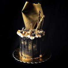 Black & Gold Cake Black And Gold Cake, Black Gold, Lolly Cake, Buttercream Birthday Cake, 50th Cake, 21st Birthday Cakes, Chocolate Drip, Cakes For Men, Colorful Cakes