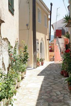Het zonnige Corfu is een heerlijke vakantie bestemming! Als jij hier lekker wilt gaan genieten is dit de perfecte gelegenheid! In junu is het er heerlijk weer, dus je kunt lekker op het strand gaan genieten, en heb je het bte warm? Neem lekker in een duik in de helder blauwe zee! De Griekse gerechten zijn heerlijk, dus zoek een leuk terras uit en ga lekker van alles proeven! Enjoy! https://ticketspy.nl/?p=131247