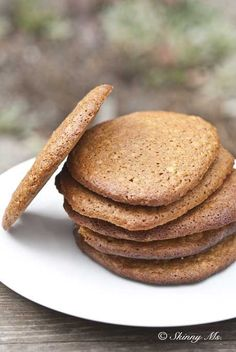 RJ loves cookies and I have a bunch of molasses I need to use up, these look perfect! Molasses and Honey Oatmeal Cookies Cookie Desserts, Healthy Desserts, Just Desserts, Cookie Recipes, Delicious Desserts, Dessert Recipes, Yummy Food, Oatmeal Cookies, Honey Cookies