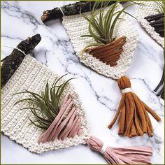 Macrame Art, Macrame Design, Macrame Projects, Macrame Knots, Crochet Projects, Micro Macrame, Crochet Home, Crochet Crafts, Yarn Crafts