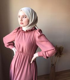 Modest Fashion Hijab, Street Hijab Fashion, Hijab Chic, Abaya Fashion, Muslim Fashion, Fashion Dresses, Girl Hijab, Hijab Bride, Hijab Wedding Dresses