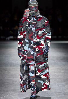 Moncler Gamme Bleu Fall 2016 Menswear Fashion Show High Class Fashion, Fashion Show, Mens Fashion, Fashion Trends, Thom Browne, Vogue Paris, Moncler, Camouflage, Milan