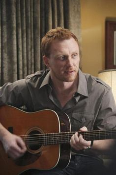 Kevin McKidd as Dr. A ginger army doctor who can play guitar? Basically my soulmate. Greys Anatomy Season 6, Greys Anatomy Men, Grey's Anatomy, Kevin Mckidd, Owen Hunt, Ginger Men, Playing Guitar, Man Crush, Beautiful Boys