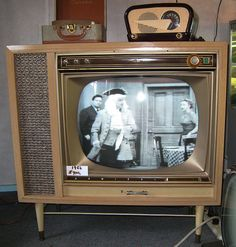 Radio Vintage, Vintage Tv, Vintage Antiques, Tvs, Vintage Television, Television Set, Retro Radios, Tv Sets, Record Players