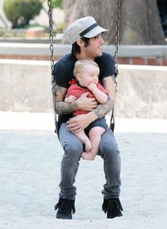 Peter Wentz with his baby! Aww!!