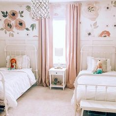 SPOTTED over on Project Junior: This darling shared girls room from Laura Godfrey is making us fall even MORE in love with Jolie wallpaper. Twin Girl Bedrooms, Sister Bedroom, Shared Bedrooms, Little Girl Rooms, Shared Girls Rooms, Curtains For Girls Bedroom, Bed For Girls Room, Girls Bedroom Furniture, Little Girls