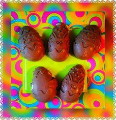 GLI OVETTI RIPIENI DI COLOMBA sono dei dolci molto golosi. :P Sfiziosi e particolari, sono l'ideale da servire ad amici e parenti durante il pranzo di Pasqua, ma, sono ottimi anche come merenda per i più piccoli. :) Un modo alternativo per riutilizzare il cioccolato delle uova di Pasqua ;)