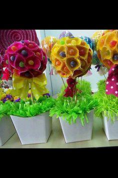 Cute for a kids party.lolly pops and cupcake liners Candy Party, Party Favors, Candy Centerpieces, Summer Party Centerpieces, Sweet Trees, Candy Crafts, Candy Bouquet, Partys, Holidays And Events