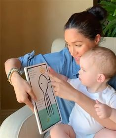 Meghan Markle and Prince Harry release new photo of Archie on birthday - - The Duke and Duchess of Sussex marked their son Archie's milestone birthday on 6 May. Prince Harry And Megan, Prince William And Kate, Harry And Meghan, Prince William Family, Meghan Markle Outfits, Meghan Markle Style, Happy First Birthday, 1st Birthday Photos, Prinz Harry Meghan Markle
