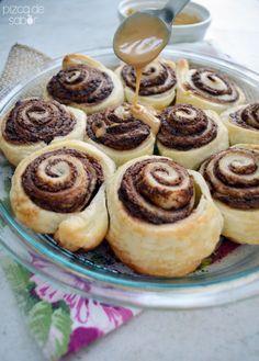 Roles de nutella con glaseado de café (con masa de hojaldre para hacerlos fácil y rápido) http://www.pizcadesabor.com