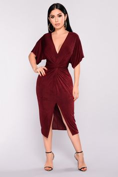 Full Grown Knot Dress - Available In Burgundy, Navy, and Gunmetal Knot Dress Short Sleeve V Neckline Polyester Spandex Made In U. Burgundy Fashion, Burgundy Dress, Red Fashion, Fashion 2017, Fashion Dresses, Fashion Clothes, Fashion Ideas, Plus Size Dresses, Blue Dresses