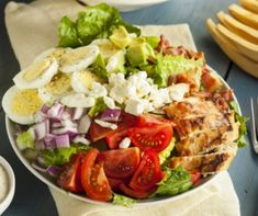 Need some easy Paleo breakfast recipes? Then try a week of quick Paleo breakfasts that take under 20 minutes to prepare. Salad Toppings, Salad Bar, Cobb Salad, Tuna Salad, Chicken Salad, Dash Diet Recipes, Salad Recipes, Ensalada Cobb, Desayuno Paleo