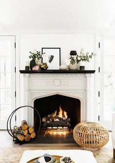 40 Best Modern Farmhouse Fireplace Mantel Decor Ideas 33 – Home Design Farmhouse Fireplace Mantels, Fireplace Design, Fireplace Mantle, Fireplace Ideas, White Fireplace, Brick Fireplaces, Wood Mantels, Fireplace Cover, Fireplace Decorations