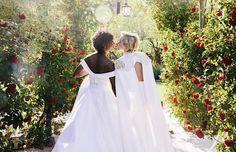 Przybywa państw, w których tęczowe śluby są uznawane przez prawo. Przypominamy 10 najpiękniejszych ceremonii ślubnych gwiazd LGBTQ+. Samira Wiley, Portia De Rossi, Jim Parsons, Vogue Wedding, Lesbian Wedding, Ellen Degeneres, Emily Ratajkowski, Naomi Campbell, Kate Moss