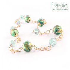 Serale verde - naszyjnik.  Nowoczesny, prosty naszyjnik, wykonany z pięknych kul szkła Murano z kolekcji Serale w kolorze zielonym oraz seledynowych fluorytów, wplecionych w łańcuch o okrągłych ogniwach. Całość wykończona złoconym srebrem (vermeil). Długość naszyjnika: 49 cm. Beaded Bracelets, Jewelry, Fashion, Green, Jewellery Making, Moda, Pearl Bracelets, Jewerly, Fasion