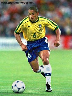 """Roberto Carlos has been described as the """"most offensive-minded left back in the history of the game"""". He was nicknamed el hombre bala (""""the bullet man"""") due to his powerful free kicks, which have been measured at over 105 miles per hour km/h). Brazil Football Team, National Football Teams, World Football, School Football, Football Soccer, Steven Gerrard, Fifa, Premier League, Most Popular Sports"""