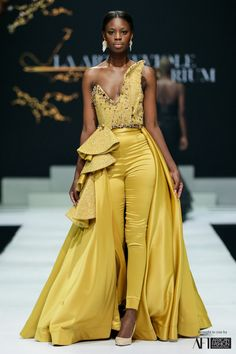 La Art Neviole African Print Fashion, Africa Fashion, La Art, Pretty Designs, African Design, Girl Outfits, Fashion Dresses, Gowns, South Africa