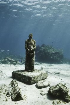 Underwater sculpture garden in Cancun. Claudia Legge: MUSA by Jason deCaires Taylor. Underwater Sculpture, Underwater City, Sculpture Art, Sculpture Garden, Ancient Aliens, Ancient Art, City Under The Sea, Sunken City, Underwater Photographer