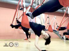 Formació AeroYoga®: Rafael Martínez amb els seus alumnes a Barcelona | AEROYOGA BARCELONA, #aeroyoga #yogaaereo #aerialyoga #aeropilates #pilatesaereo #aerialpilates #pilates #yoga #fitness #teachertraining #madrid #barcelona #valencia #sevilla #bogota #colombia #cali #medellin #cartagena #paris #france #portugal #lisboa #porto #italia #roma #milan #USA #wellness #bienestar #yogaaerien #acro #acrobatic #acrobatico #rafaelmartinez