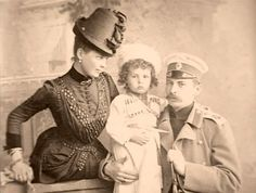 Princesa Zenaida Yusupov e seu marido Príncipe Felix com seu primogênito Príncipe Nicholas.